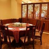 1階の落ち着いたレストラン席には最大20名様まで収容可能な個室をご用意