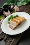 皮付き豚バラ肉のクリスピー焼き