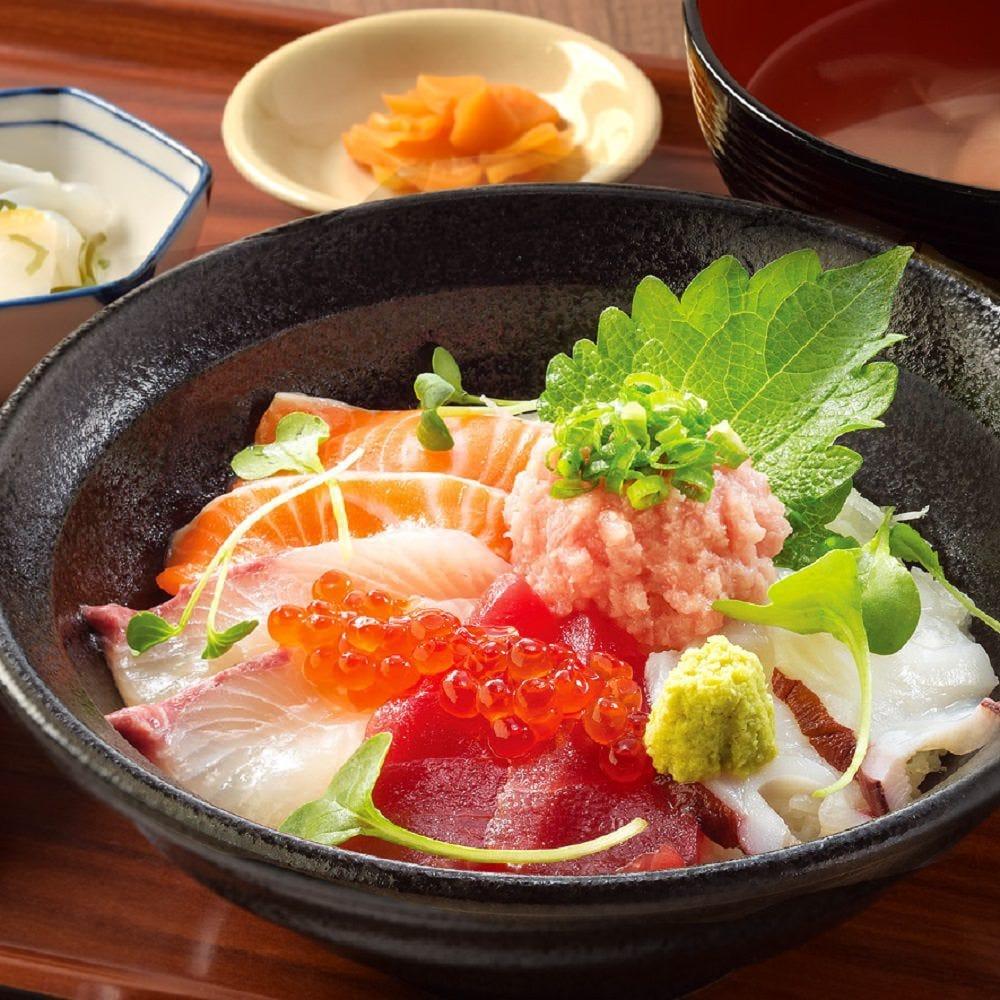 6種の海鮮丼定食や北海道名物 豚丼定食など充実の夜定食をご用意