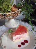 ある日の期間限定スイーツ 桜のムースケーキ