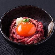 お肉の甘みと旨みをダイレクトに楽しめる『ふらの和牛ユッケ』