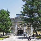 正倉院展の行われる「奈良国立博物館」までは徒歩約20分。