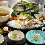 【ご宴会料理】贅沢福鍋コース(12,000円/飲み放題付き) 贅沢な冬の美味「ふぐ」を、湯引き、刺身、唐揚げ、鍋、雑炊と「ふぐ尽くし」でご堪能いただけます。福に通じる縁起の良い魚で、ワンランク上の食べ納めをお楽しみください。4名様以上のご利用から承ります。