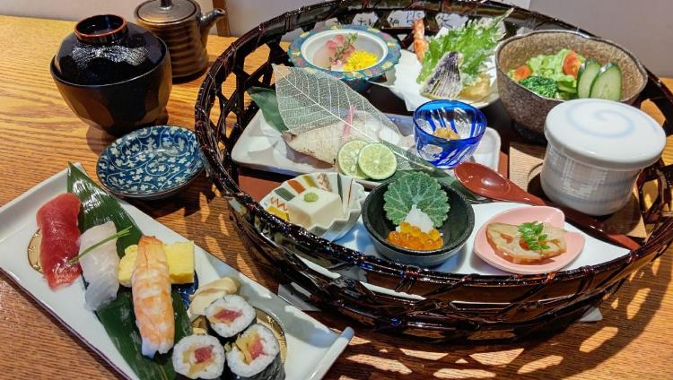 お寿司と小鉢で旬を堪能『天神御膳』