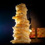 インパクト抜群のオニオンタワー!写真映えする料理も♪