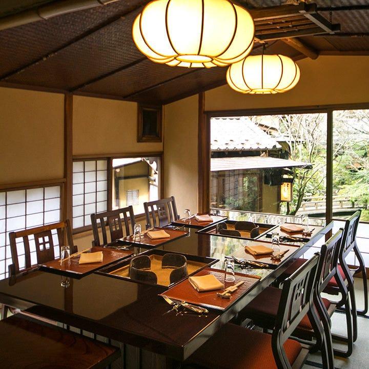 500席を有する日本建築の多彩な個室