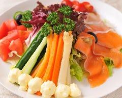 野菜たっぷり気まぐれサラダ