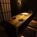 お友達やカップルでお楽しみいただける少人数の完全個室あり。