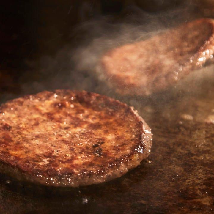本場アメリカンビーフ100%のパティを使用した本格バーガー