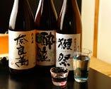 日本酒は、定番の他にも、プレミアムなものを月替わりで揃える。