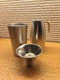 お酒の酒器は、全て錫製、味が丸くなって美味しくなりますよ。