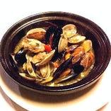 ムール貝・牡蠣・アサリ 三種の白ワイン蒸し