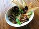 浅利とムール貝のアンチョビアヒージョはオイルまで美味しい。