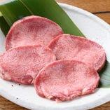 食感と肉の旨味を楽しむ 厚切りの上タン