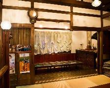 骨董が魅せる母屋と築100年の蔵個室