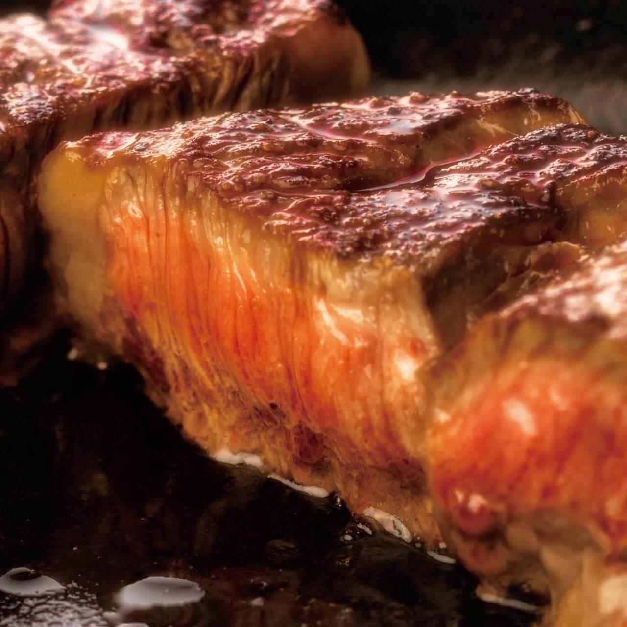 大ボリュームのお肉を喰らう!