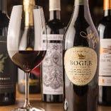 ソムリエが厳選した世界各国のワインはグラスから味わえる♪