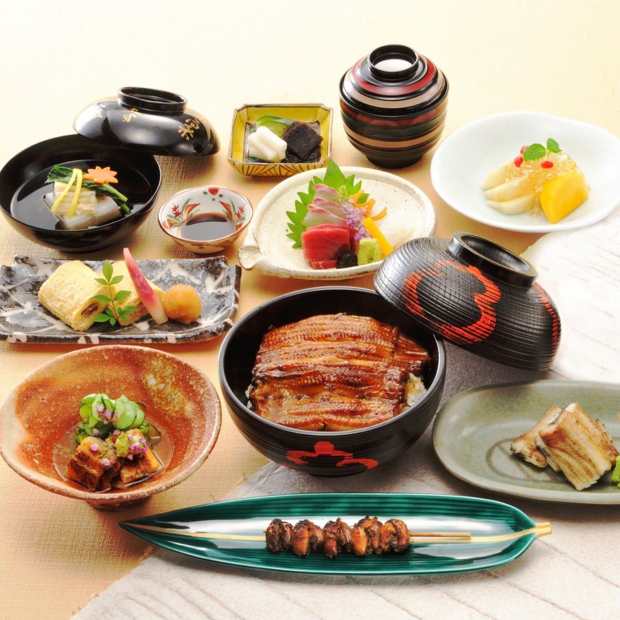 当店が誇る鰻料理尽くしのコースは6,200円(税抜)~ご用意