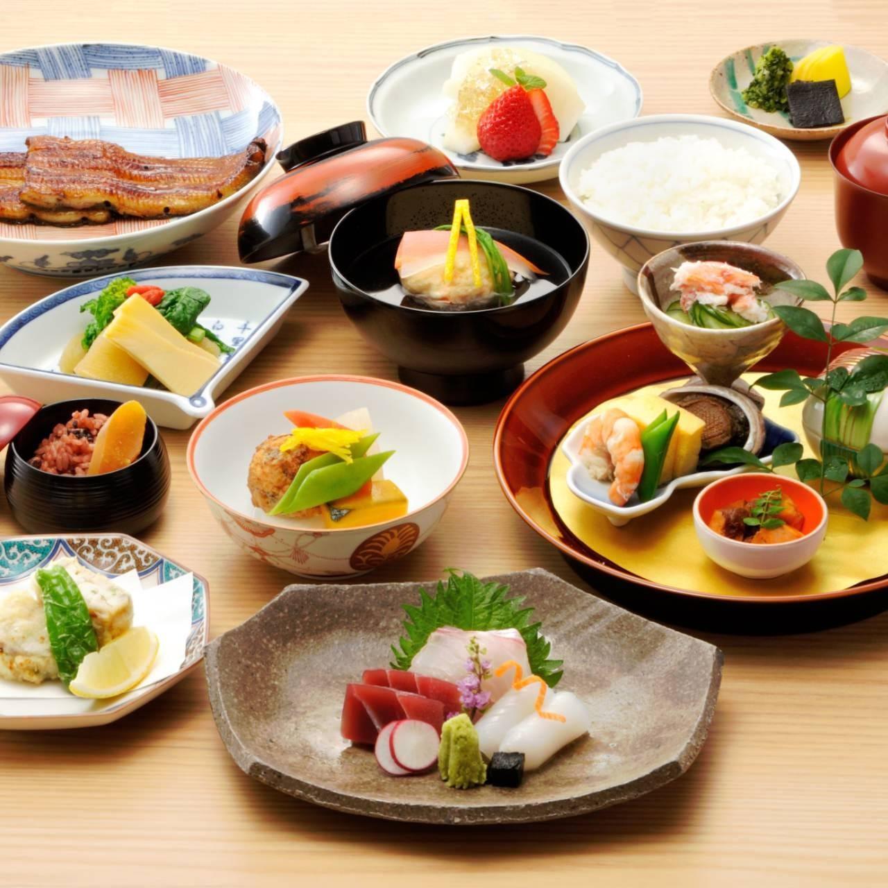 季節の食材にこだわる逸品を味わう会席は接待やお祝いにも