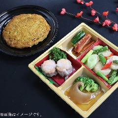 【テイクアウト限定】フカヒレの姿煮込み入りセットに名物の「梅蘭焼きそば」付中華弁当