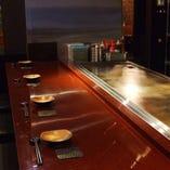臨場感溢れるカウンター席や、ゆったりお食事できる個室を完備