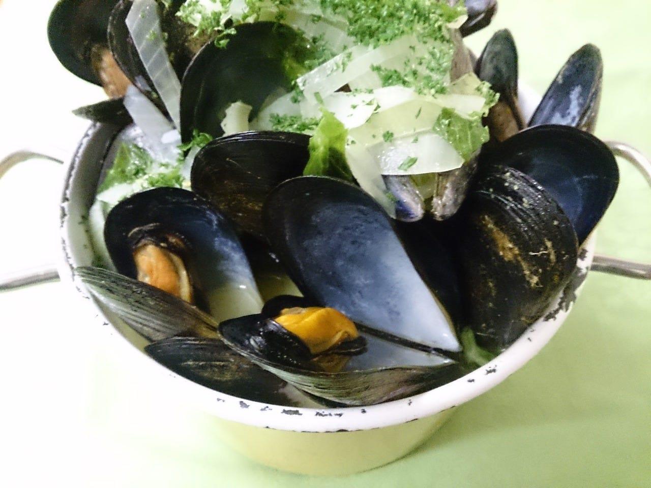 ベルギー郷土料理の代表格! ムール貝の白ワイン蒸し