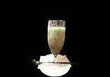緑のタピオカとココナッツミルク