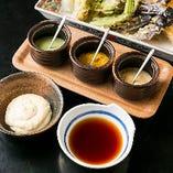 天つゆ・3種類の塩・タルタルで様々な味わいを楽しめる!