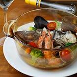 鮮魚と牡蠣のアクアパッツァ