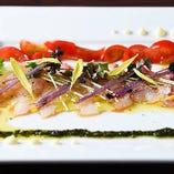 その季節に旬を迎える美味しい魚貝を使った『旬のカルパッチョ』