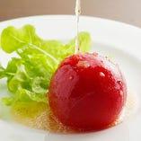 トマトの甘さが際立つ『丸ごとトマトサラダ』