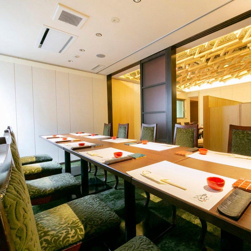 接待、会食から大人数宴会まで、完全個室で楽しいひと時を