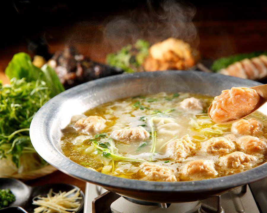 大人気の生つくね鍋が今年も登場♪かつおと鶏白湯の黄金スープ!