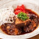 《宮崎県都城市ヤマエ食品さんの醤油仕立て》とろとろ豚なんこつ煮