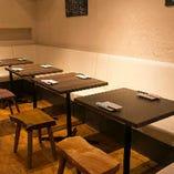 ソファで寛げるテーブル席は1名様~14名様まで!