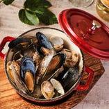 旬の素材を使用した料理長自慢の海鮮料理!