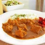 デュッカのカレー サラダ+本日のスープ+今月のカレー+ドリンク