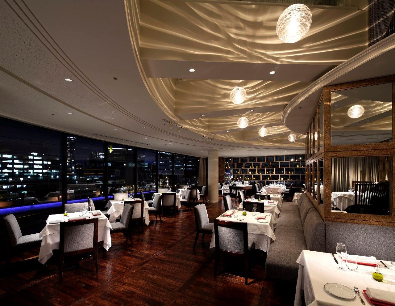 堂島川のほとりに佇むレストラン