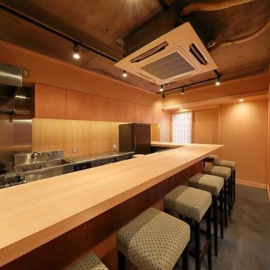 自然派ワインと鮨と鴨の店 青山16℃  店内の画像
