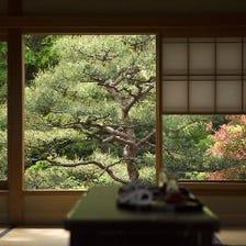 お座敷から臨む四季折々の日本庭園