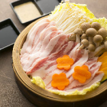 ととろ豚のせいろ蒸し:たっぷりのお野菜と。自家製ゴマドレorポン酢でどうぞ