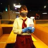 スタッフマスク、手袋着用でコロナ対策強化中!