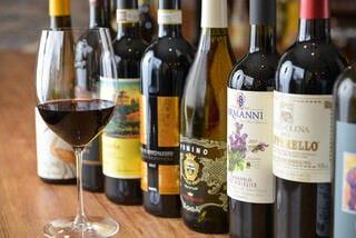 トスカーナ産ワインは常時100種類!