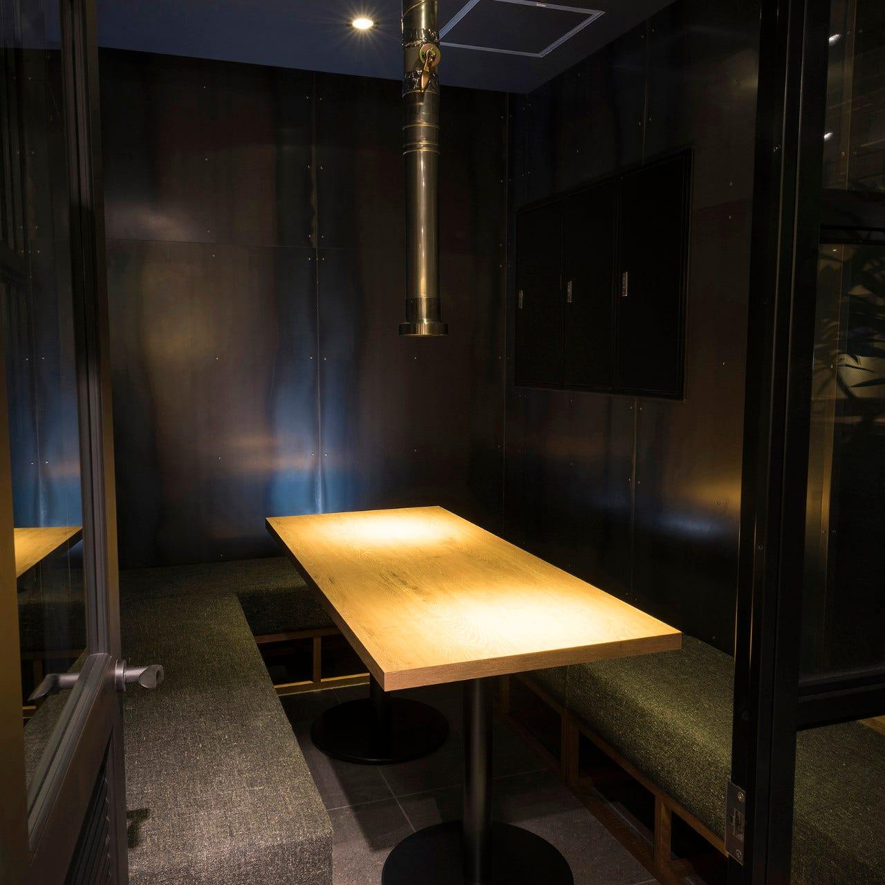 ソファー席・完全個室(壁・扉あり)・4名様~8名様