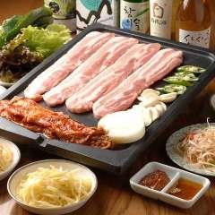 自起屋サムギョプサル/柔らかくジューシーでコラーゲンと ビタミンがたっぷりの豚の三枚豚肉