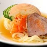 焼肉をお楽しみいただいた後のひんやり雪月花冷麺!これはまさに本物です。