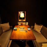 ◇ 1階・ソファー個室(最大4名様) ※お隣に同タイプの個室あり ◇