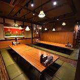 カウンターや小・中規模の個室、大人数での宴会座敷も完備