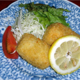 地元石川県で採れる加賀芋を贅沢に使ったコロッケです。