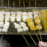 豚肉とこんにゃくを串に刺し、酒で茹でた当店自慢のどて焼。
